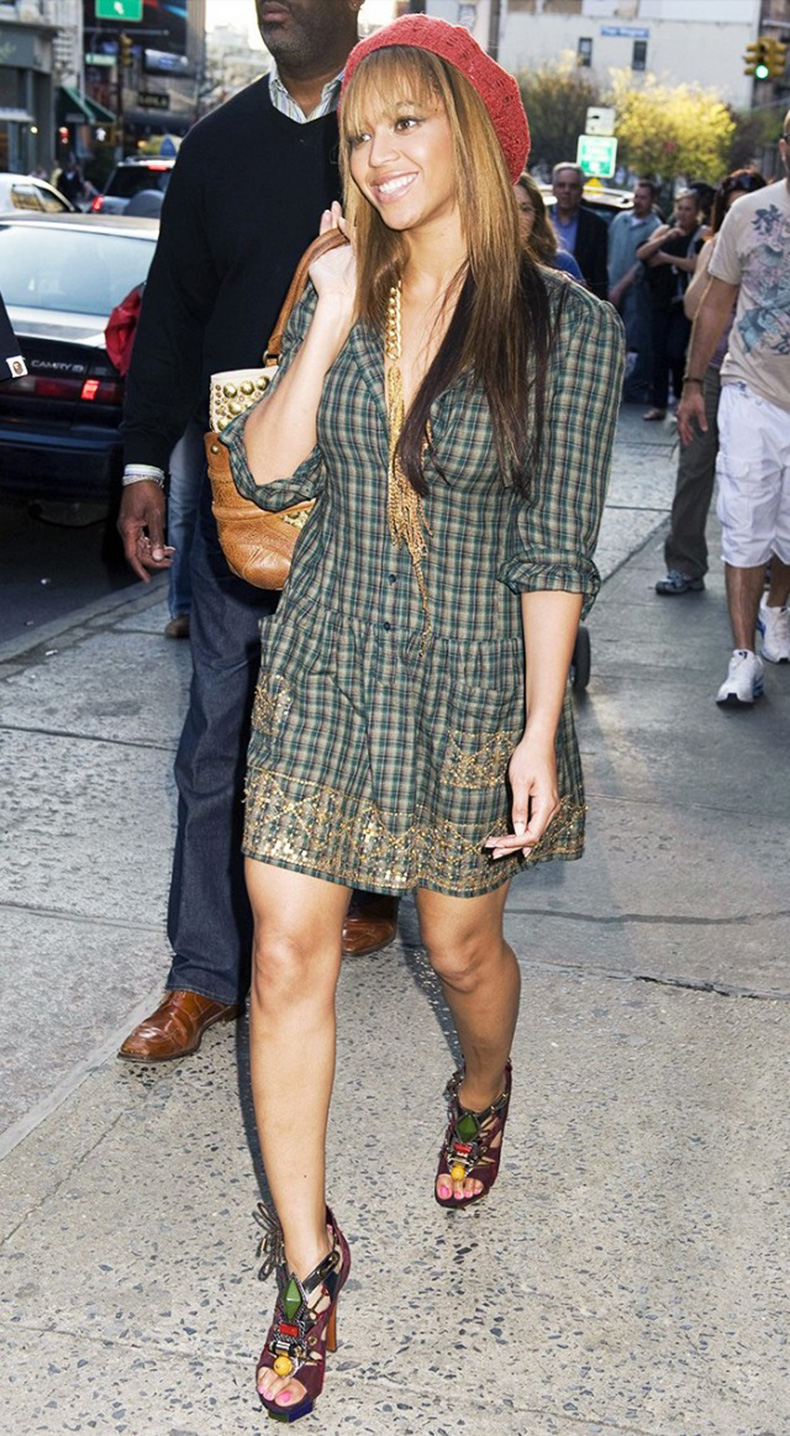 the-last-10-years-of-celebrity-street-style-a-visual-history-1642397-1454367418.640x0c