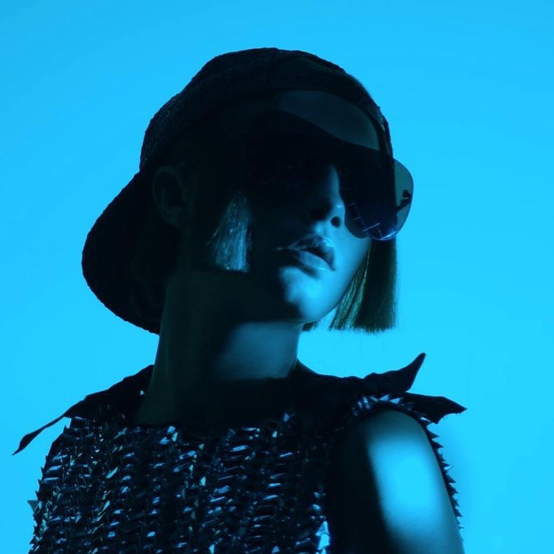 Cara-Delevingne-face-Chanel-eyewear-April-2016