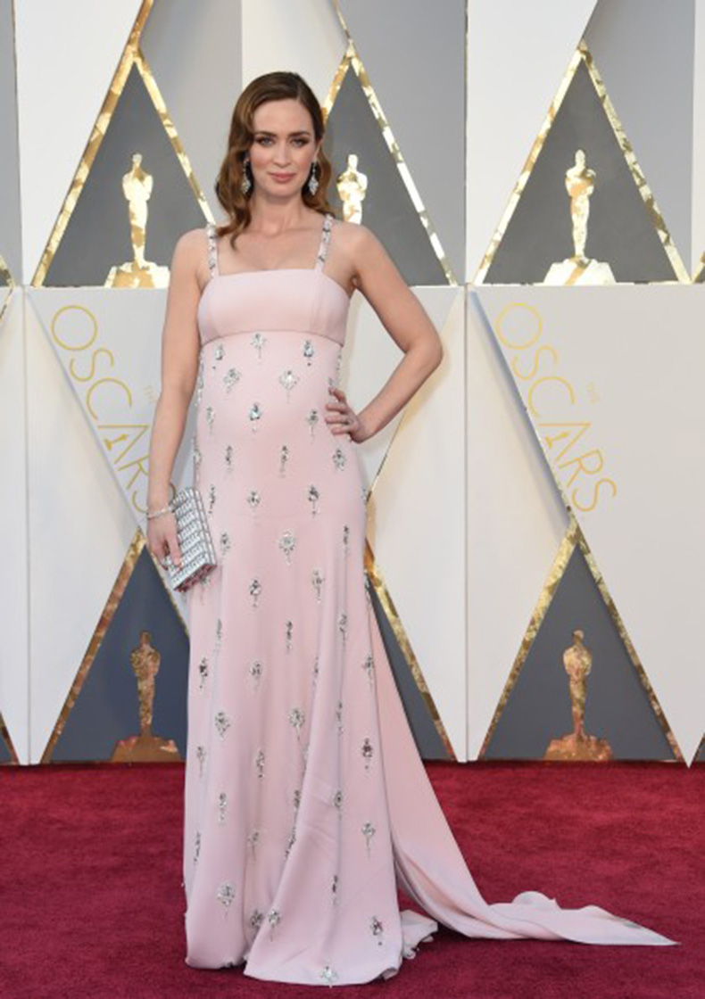 Emily-Blunt_Prada_88th-Annual-Academy-Awards_Hollywood_28.2.16-419x594