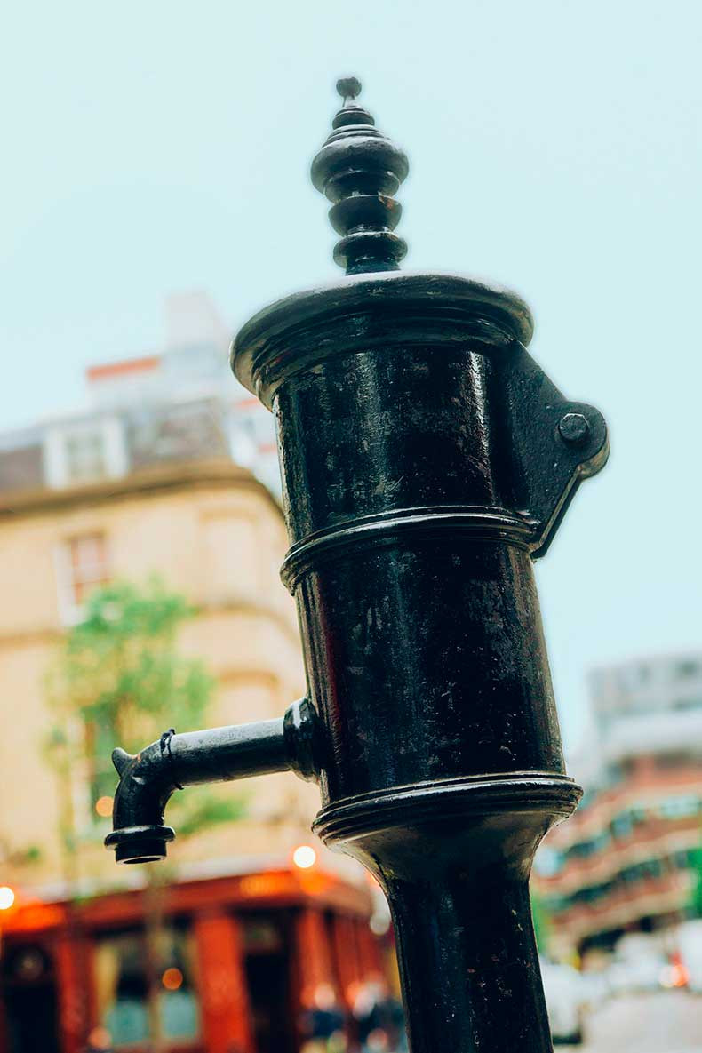 John-Snow's-water-pump
