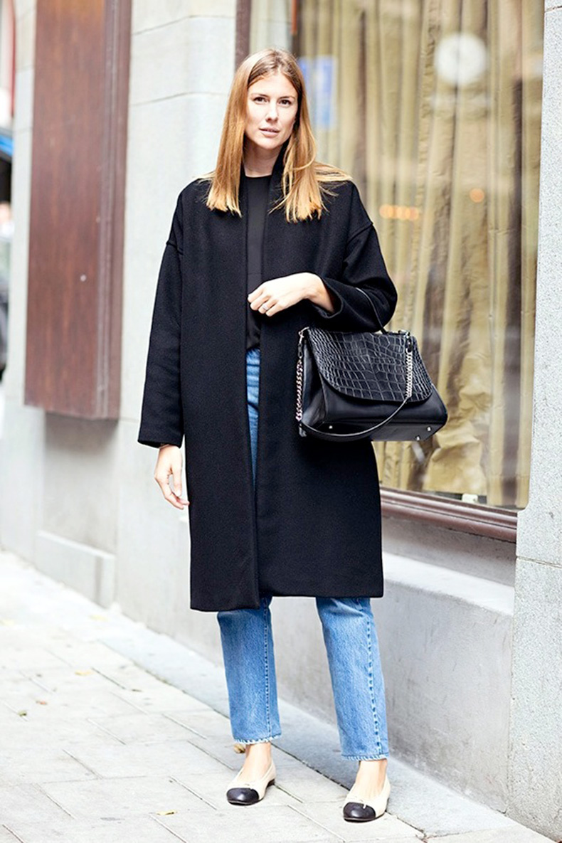 Le-Fashion-Blog-Street-Style-Classic-Levis-Jeans-Chanel-Cap-Toe-Flats-Minimal-Black-Coat-Croc-Embossed-Bag-Fall-Style-Via-Carolines-Mode