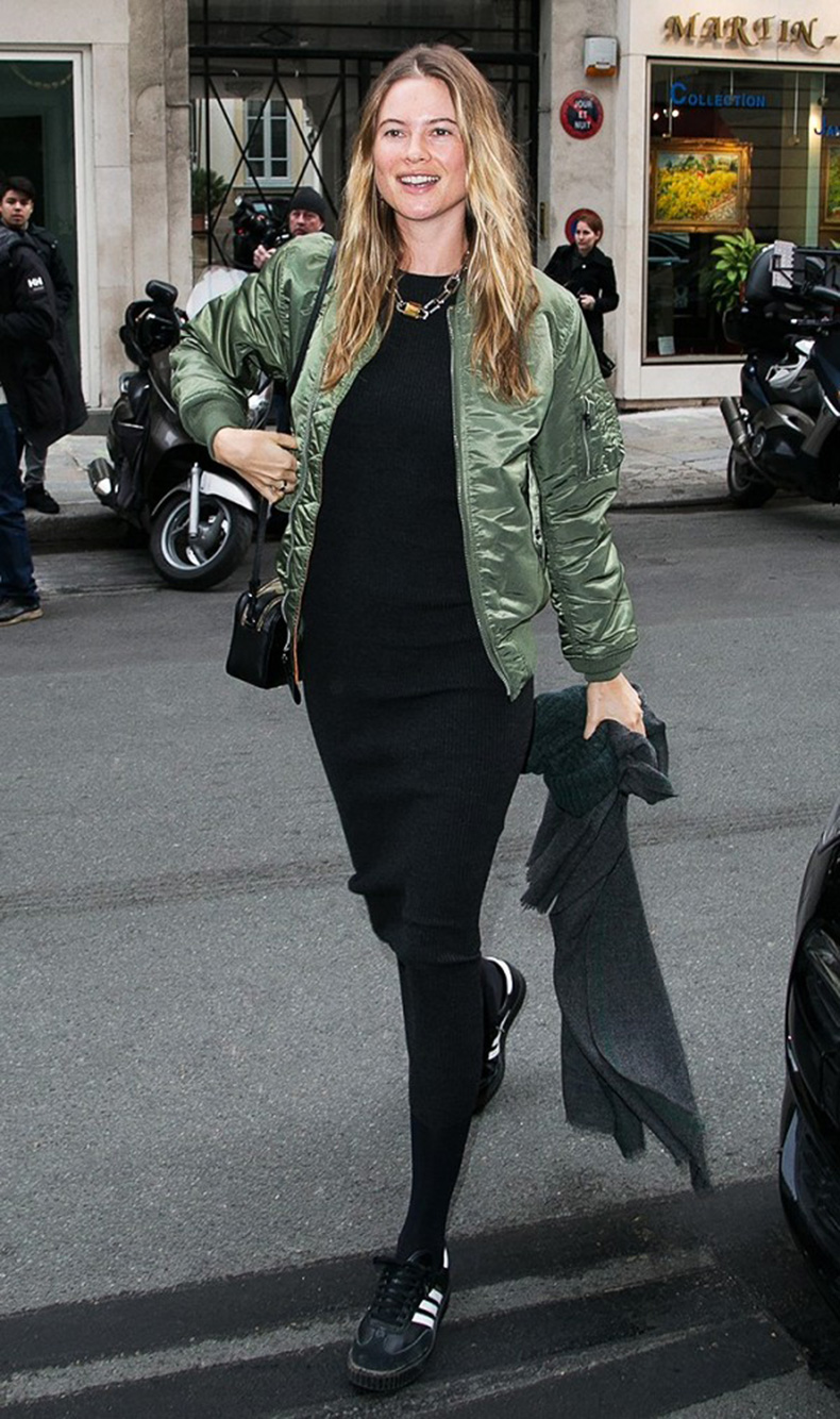 how-it-girls-wear-bomber-jackets-and-you-should-too-1698763-1458160318.600x0c