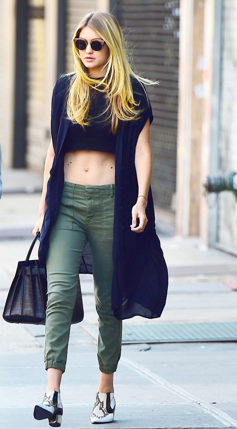 how-to-look-chic-on-the-weekends-according-to-gigi-hadid-1685163-1457131499.640x0c