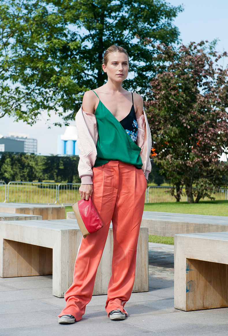 how-to-wear-orange-outfit-dree-hemingway
