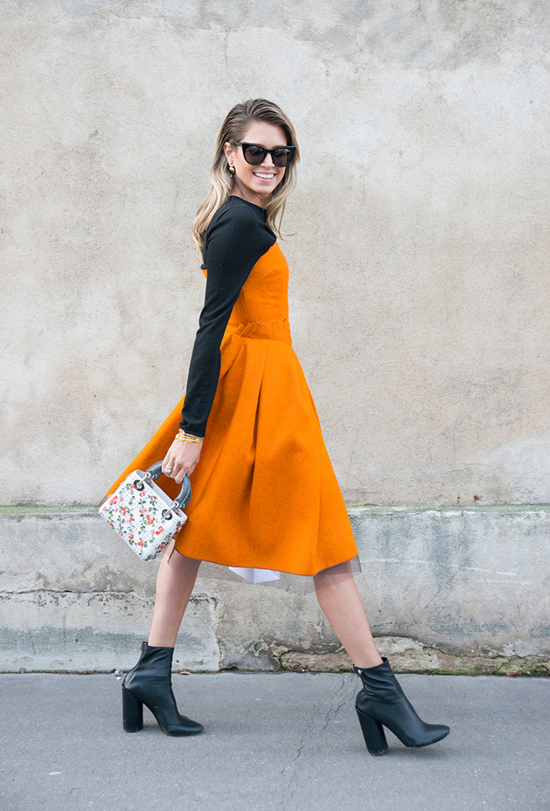 how-to-wear-orange-outfit-helena-borden