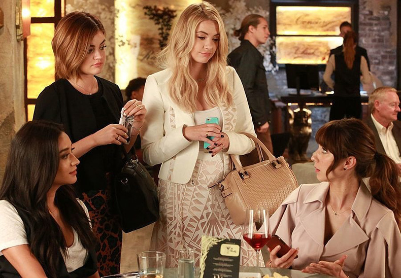 little-liars-have-nailed-grabbing-drinks-girls