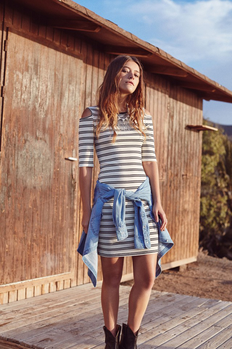 mango-just-planned-all-of-your-coachella-outfits-1699697-1458226184.640x0c