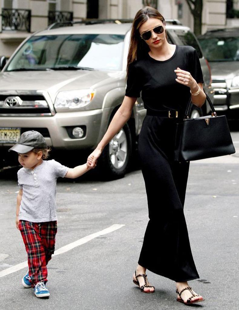 miranda_kerr_flynn_bloom_black_maxi_dress_street_style_19le75d-19le78s