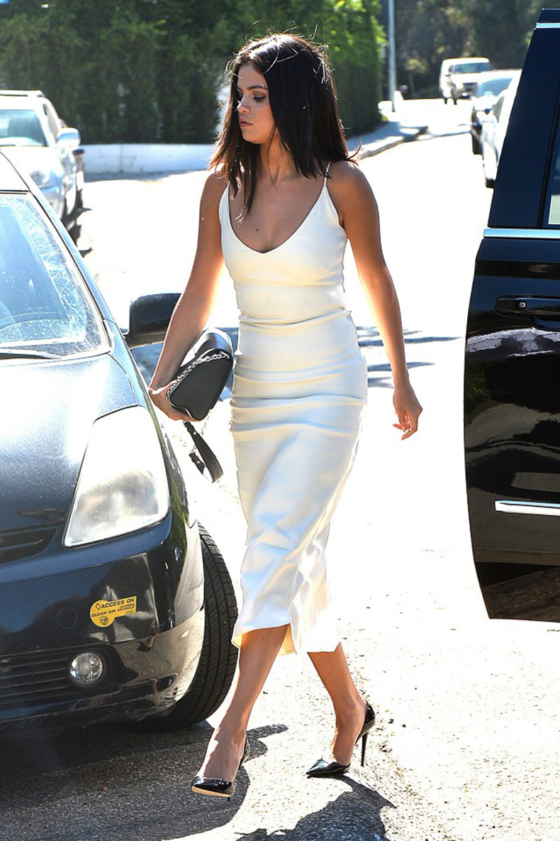 selena-gomez-owns-this-dress-in-three-colors-1695987-1457990094.640x0c