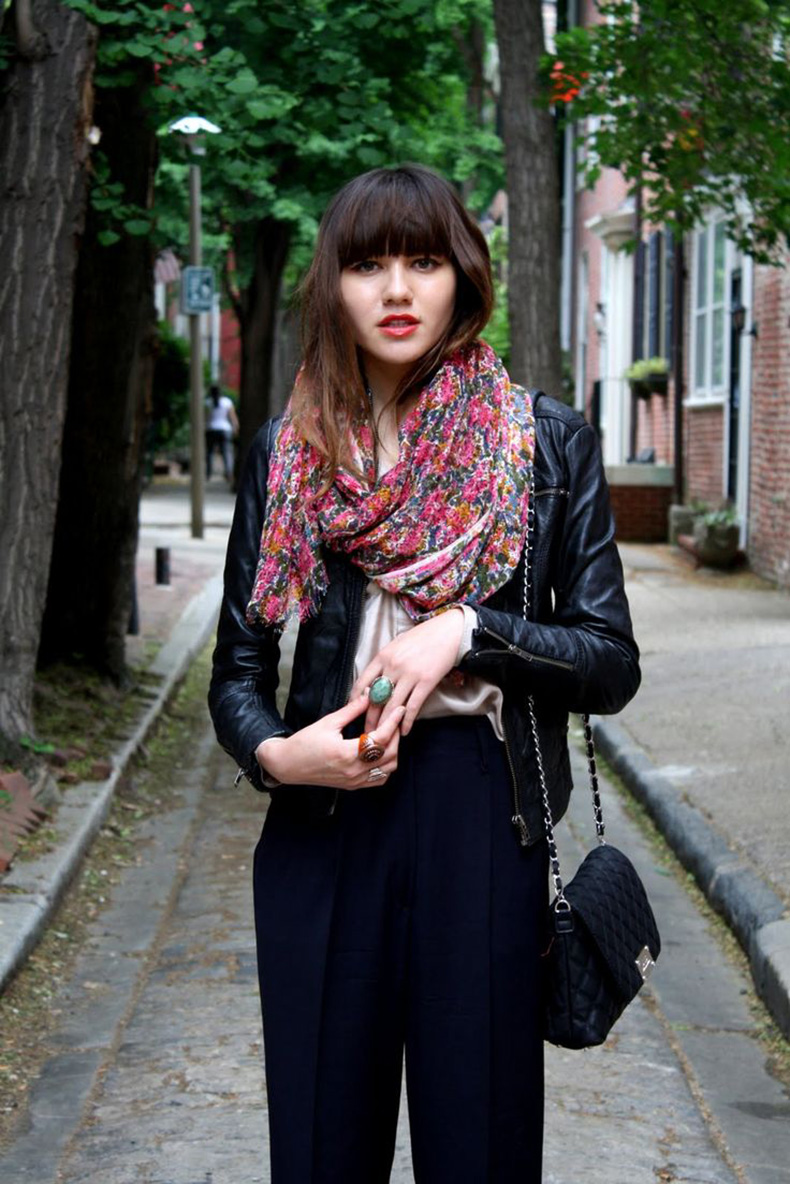 Floral-scarf-with-outfit