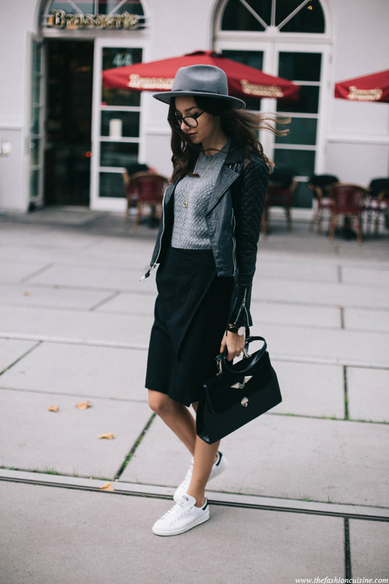 How-to-wear-Stan-Smith-sneakers-with-skirt-minimal-fall-outfit