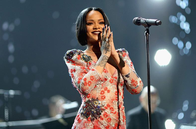 Rihanna-2016-small