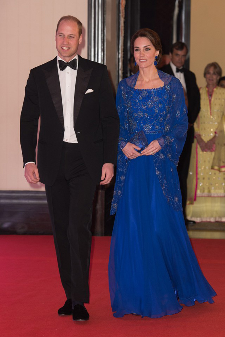 all-the-pretty-dresses-kate-middleton-wore-in-india-1727687-1460395827.640x0c