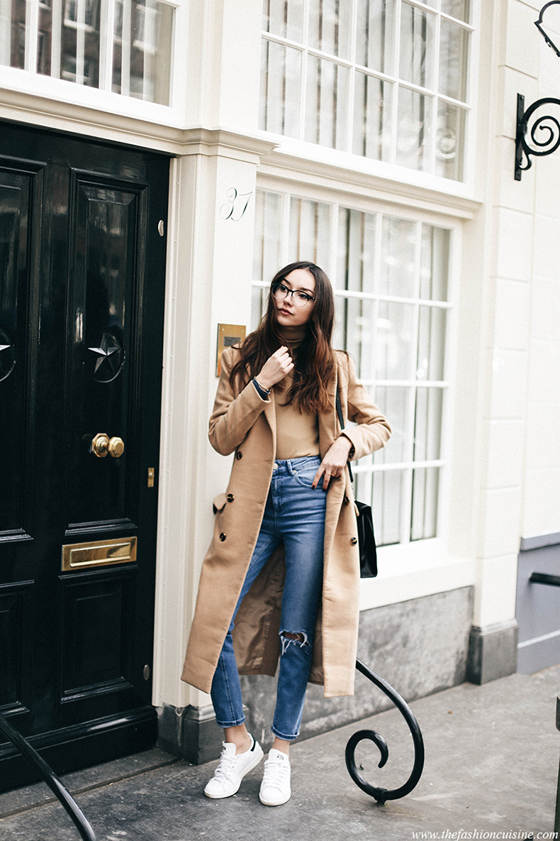 amsterdam-fashion-blogger-style-casual-outfit-camel-coat-asos-high-waisted-ripped-jeans