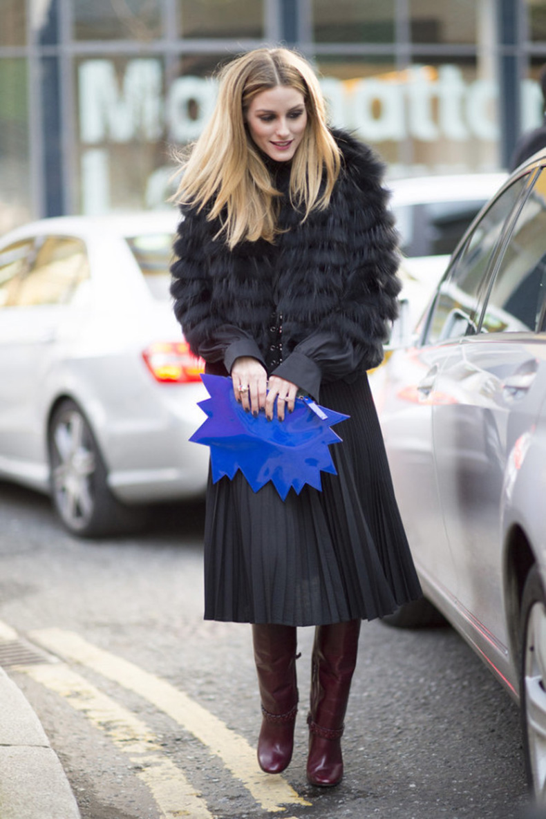 berry-boots-burgundy-riding-boots-pleated-skirts-black-midi-skirts-knife-pleats-graphic-clutch-fur-coat-work-outfit-lfw-street-style-psuk-olivia-palermo-640x960