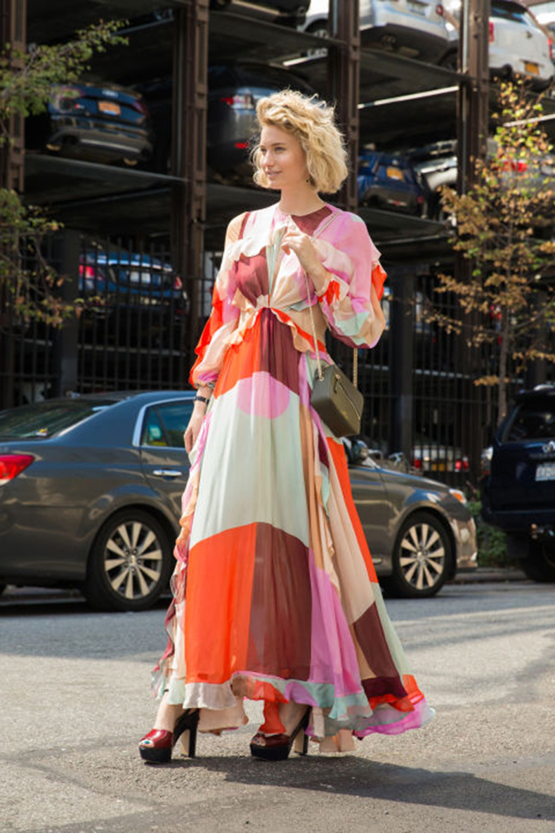fall-colors-printed-maxi-dress-boho-prints-colorblocking-fall-dress-fall-maxi-dress-fall-wedding-party-occasion-platform-sandals-platforms-nyfw-street-style-via-cosmo