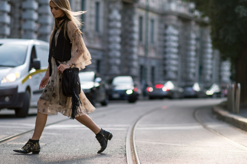 fall-dresses-prints-boho-dress-chelsea-boots-buckles-fringe-bag-vest-skinny-scarf-milan-fashion-week-elle-640x426