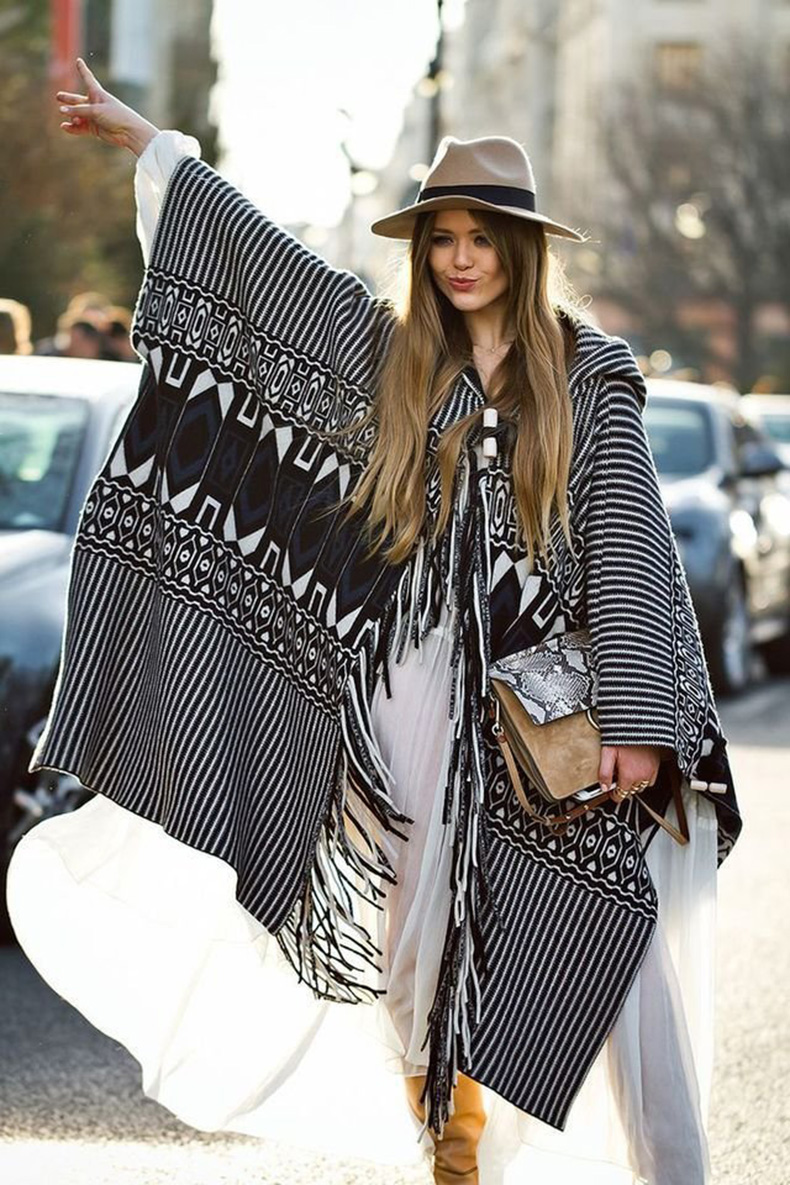 large_Fustany-Style_Ideas-12_Street_Style_Photos_to_Show_You_How_to_Wear_a_Poncho-10