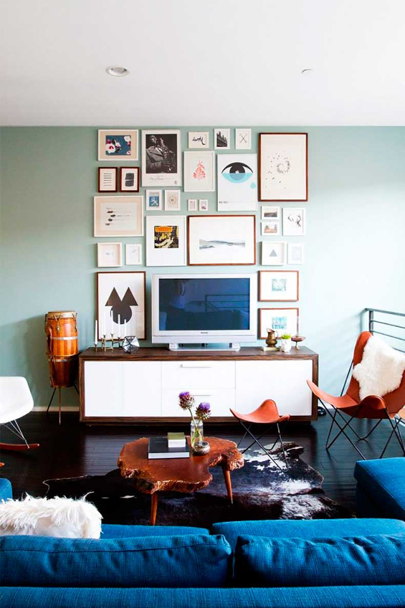 layered-living-room-with-gallery-wall-midcentury-furniture-and-brass-table-lamps-816831-1459217234.640x0c