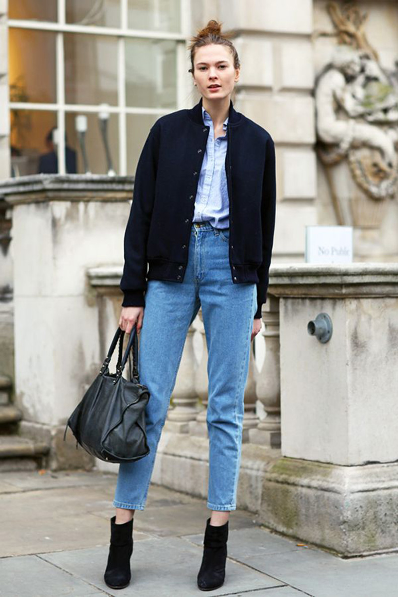 mom-jeans-on-street