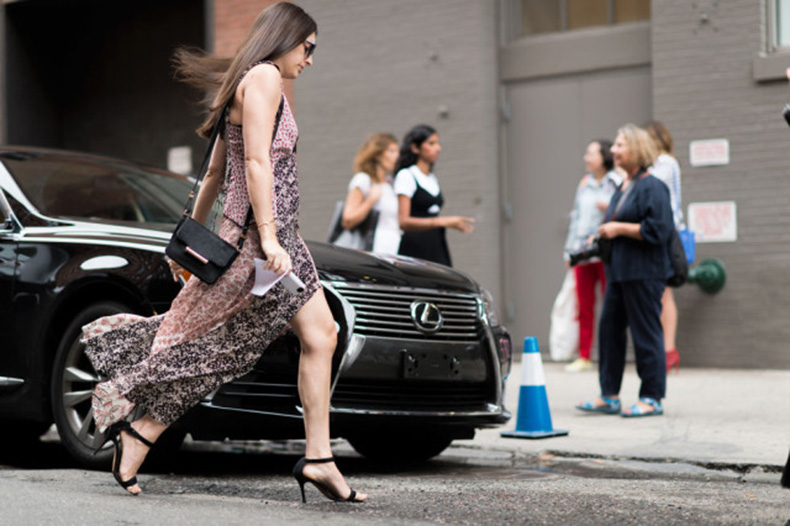nyfw-fall-outfits-via-elle.com-boho-patchwork-print-dress-night-to-day-dressing-evening-to-day-simple-black-sandals-fall-dress-maxi-dress-640x426