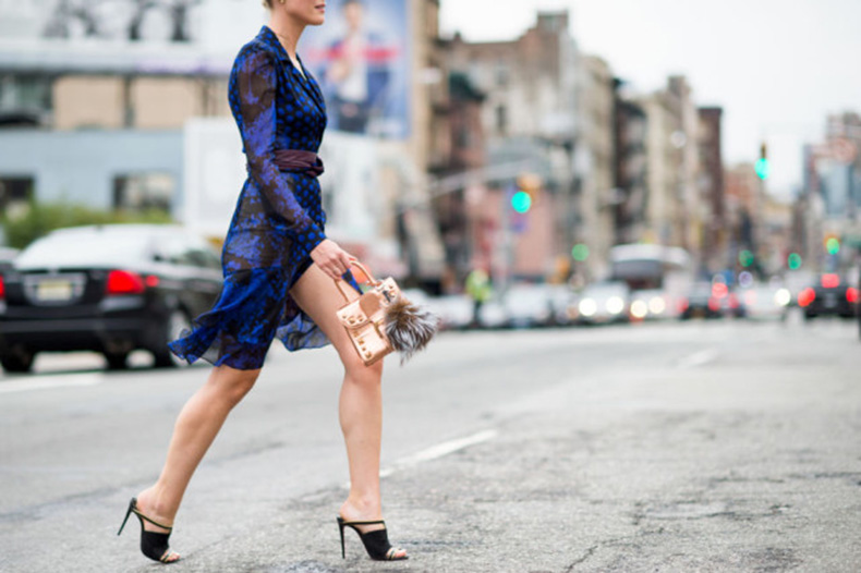 nyfw-fall-outfits-via-elle.com-printed-boho-dvf-dress-fall-dress-work-outfit-mules-transitional-dressing-640x426