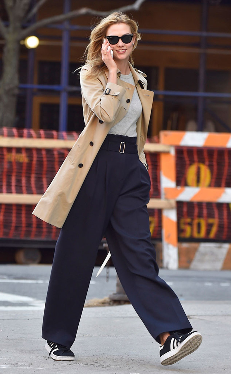 rs_634x1024-160318130053-634-karlie-kloss-on-phone-nyc-street-style-031816