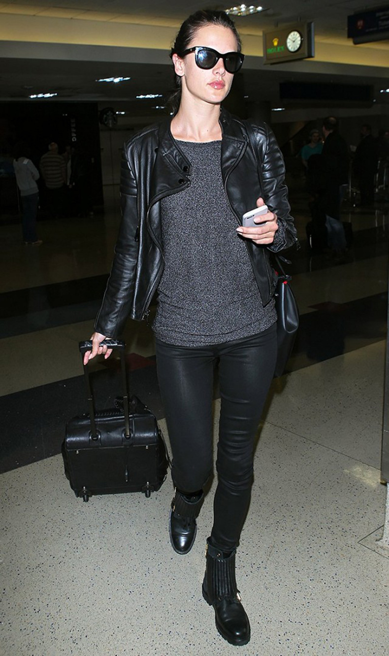 tk-things-models-always-wear-to-the-airport-1715671-1459440489.640x0c