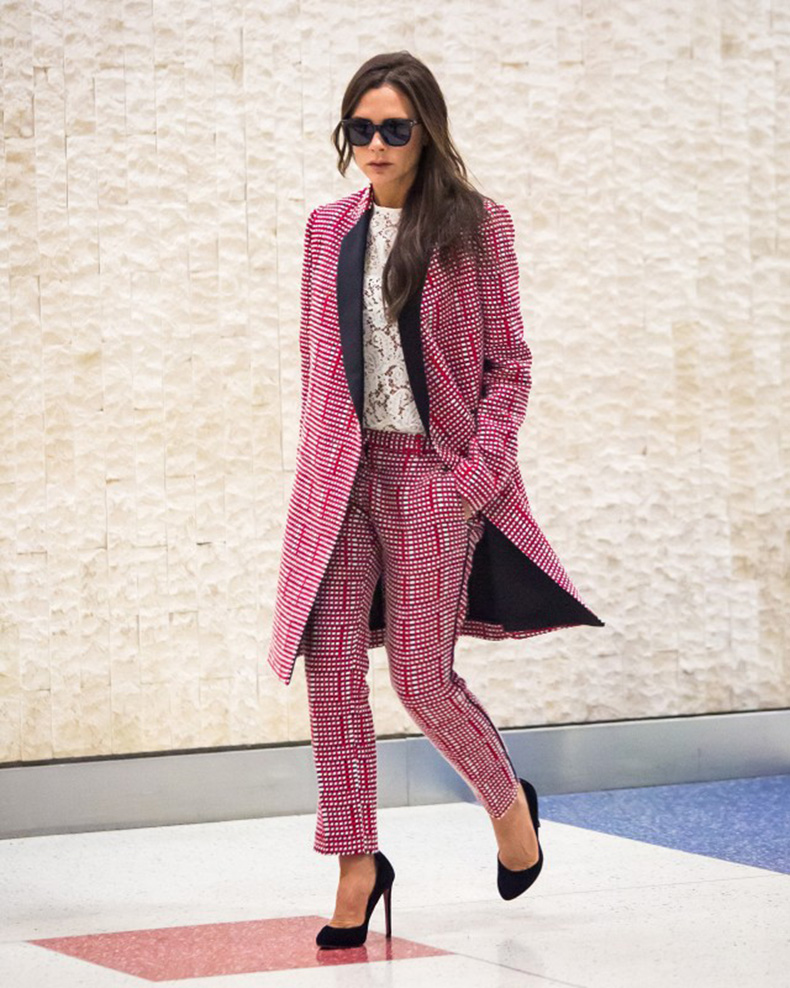 victoria-beckham-just-won-an-award-for-her-airport-style-1748705-1461790902.640x0c