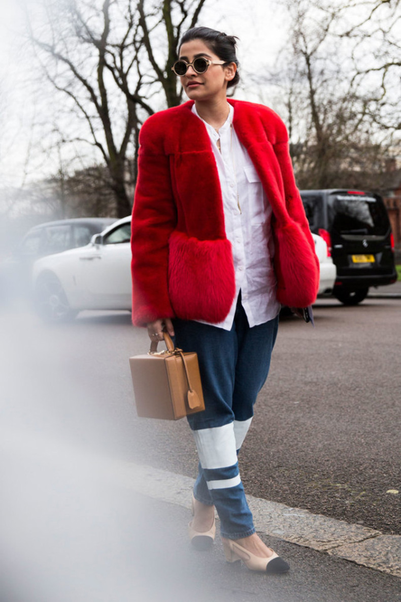 white-shirt-red-fur-coat-colored-fur-two-tone-heels-colorblock-heels-block-heels-chanel-box-bag-lfw-street-style-psuk-640x960