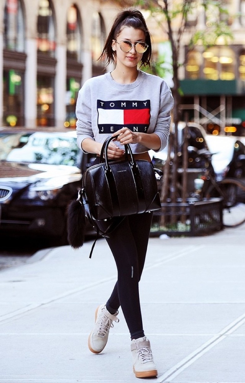 3-easy-ways-to-dress-up-leggings-and-sneakers-1769700-1463265709.640x0c
