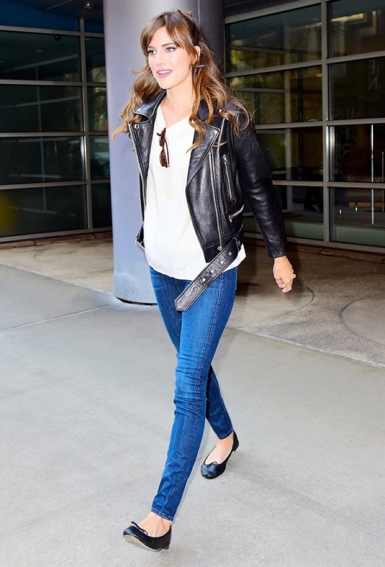 4-reasons-fashion-girls-are-wearing-ballet-flats-again-1772290-1463521558.640x0c
