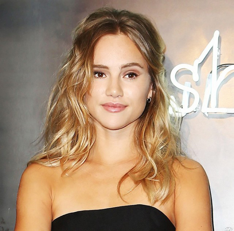 7-easy-hairstyles-that-make-your-face-look-slimmer-1702337-1458354219.640x0c
