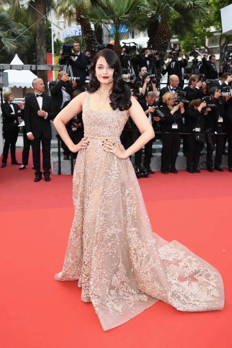 Aishwarya-Rai-attended-same-premeire-lacy-champagne-number