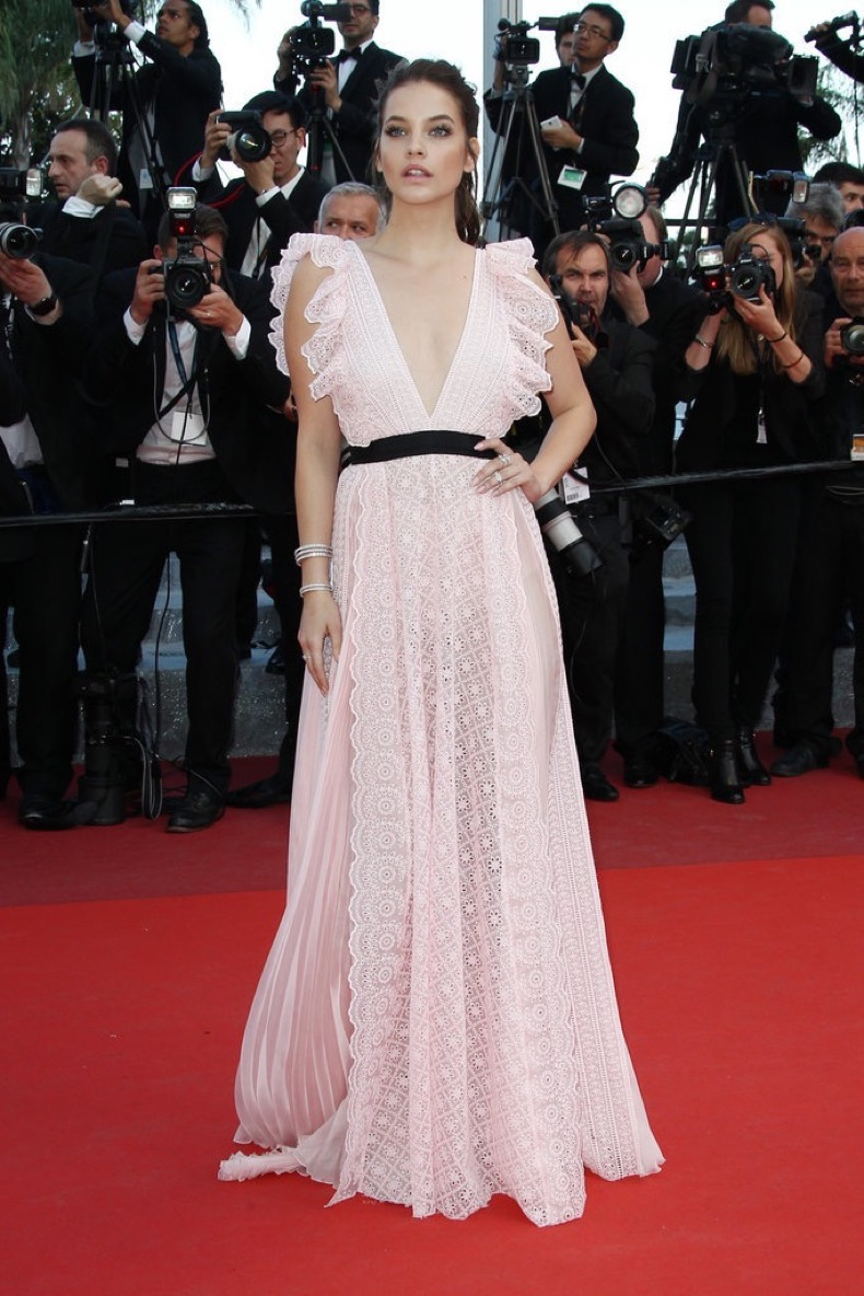Barbara-Palvin-looked-lovely-soft-pink-gown-Julieta