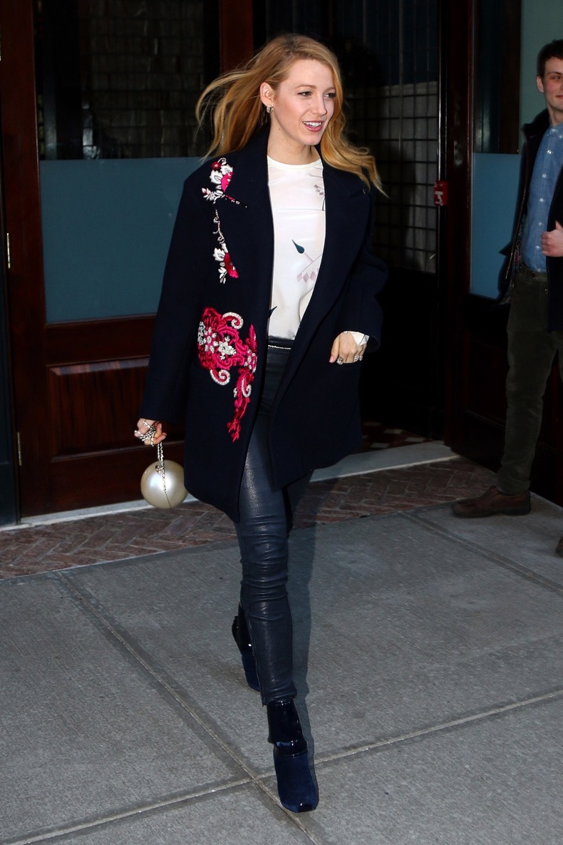 Blake-Lively-Street-Style-New-York-2-Vogue-19Feb16-Rex_b