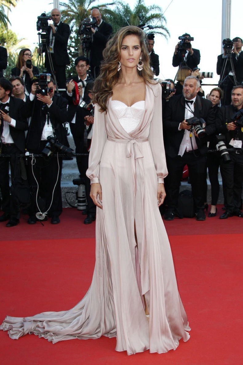 Izabel-Goulart-wore-ethereal-Ralph-amp-Russo-look-Giuseppe