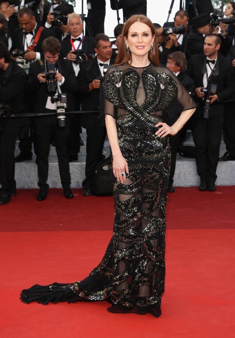 Julianne-Moore-stunned-embroidered-Givenchy-gown-Chopard
