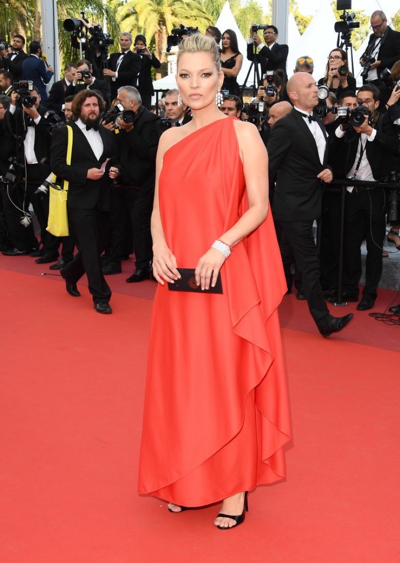 Kate-Moss-wowed-one-shouldered-vintage-Halston-gown
