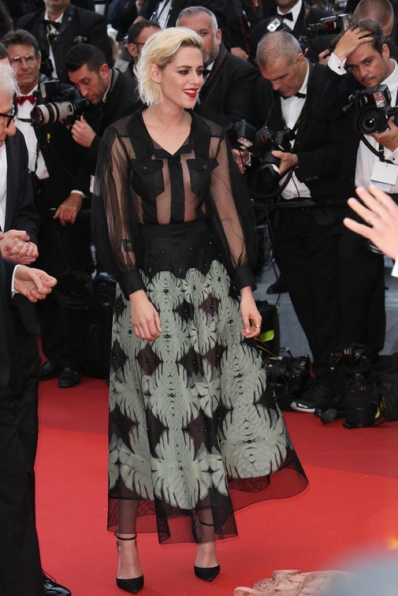 Kristen-Stewart-wore-sheer-Chanel-look-Café-Society-premiere