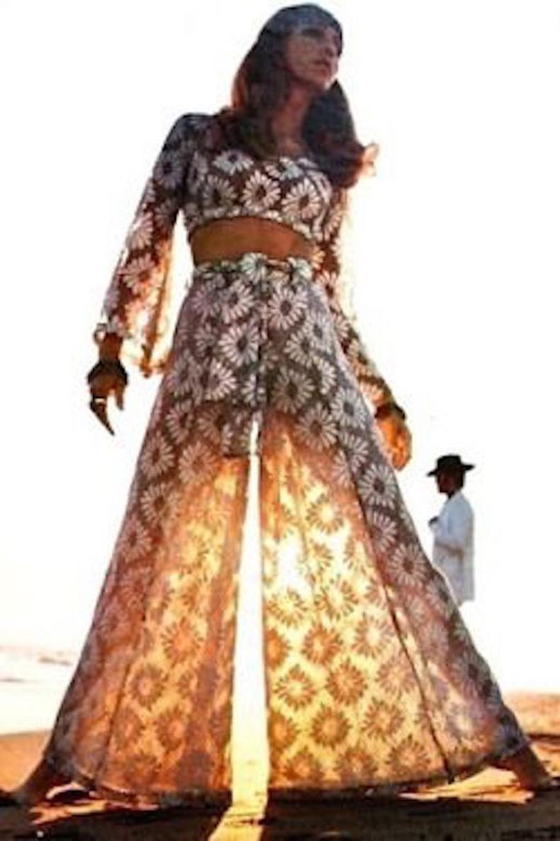 Le-Fashion-Blog-1970s-70s-Street-Style-Vintage-Photos-Floral-Print-Two-Piece-Crop-Top-Wide-Leg-Pants-Via-Tres-Blase