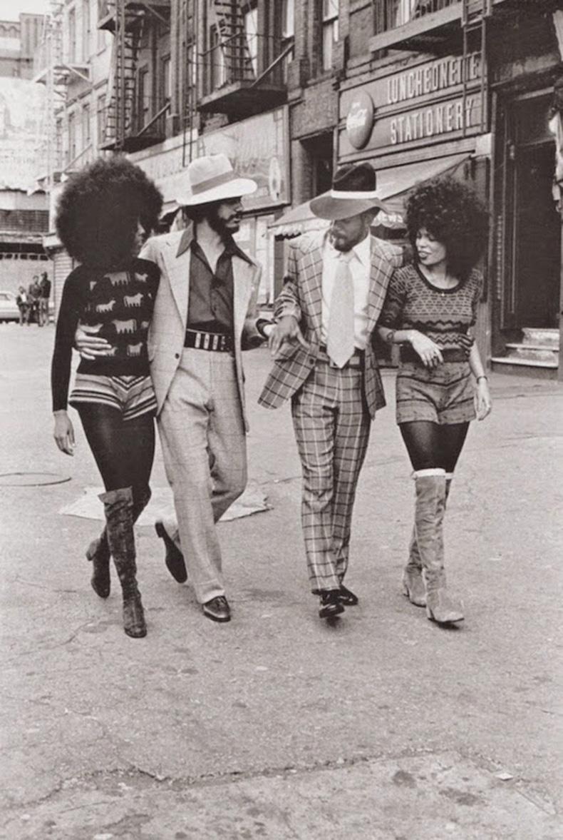 Le-Fashion-Blog-1970s-70s-Street-Style-Vintage-Photos-Graphic-Prints-Stripe-Shorts-Knee-High-Suede-Boots-Via-Tres-Blase