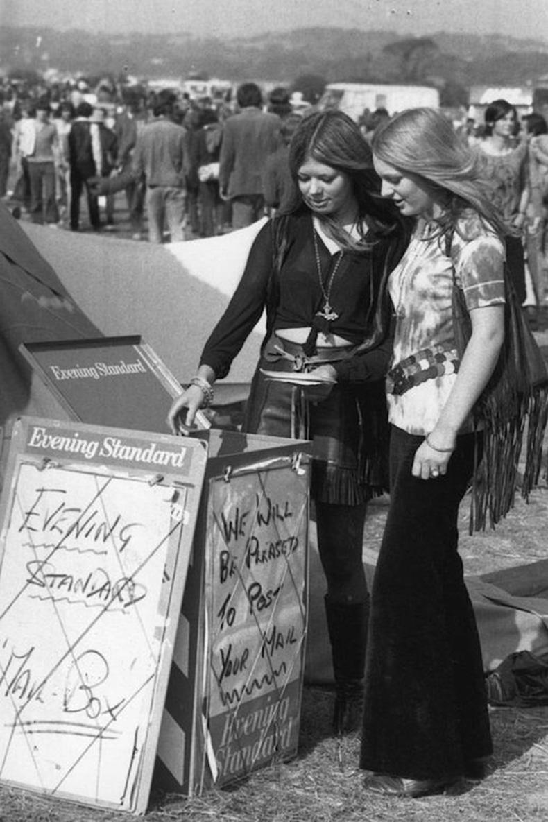 Le-Fashion-Blog-1970s-70s-Street-Style-Vintage-Photos-Leather-Fringe-Skirt-Suede-Flared-Pants-Wide-Leg-Via-Tres-Blase