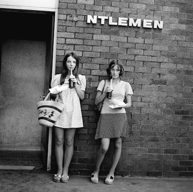 Le-Fashion-Blog-1970s-70s-Street-Style-Vintage-Photos-Print-Dress-Polka-Dot-Skirt-Via-Tres-Blase