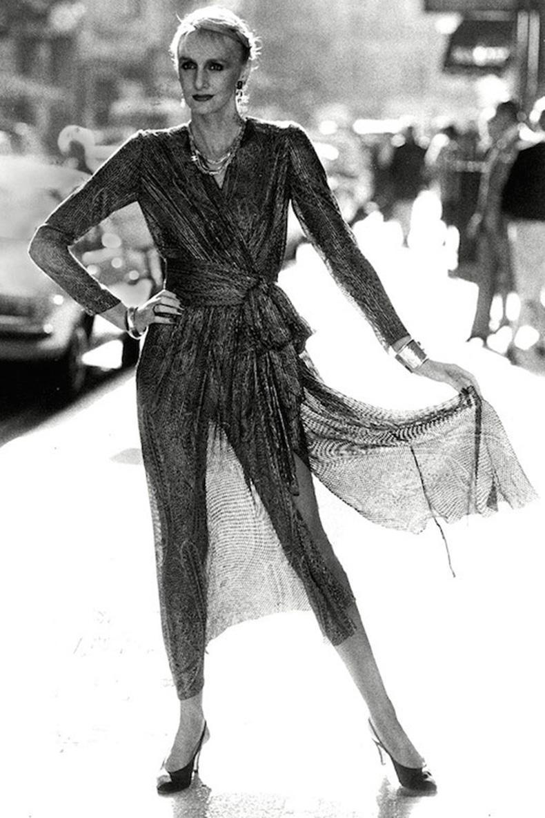 Le-Fashion-Blog-1970s-70s-Street-Style-Vintage-Photos-Sheer-Wrap-Dress-Pointed-Slingback-Heels-Via-Tres-Blase