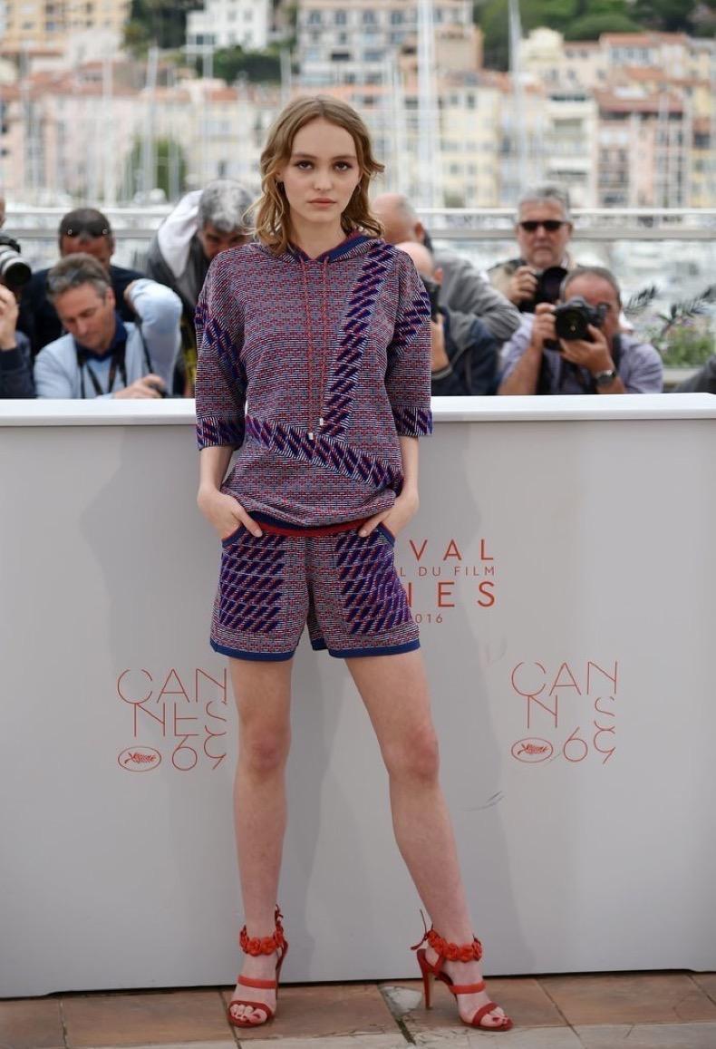 Lily-Rose-Depp-picked-Chanel-set-photocall-behald-La