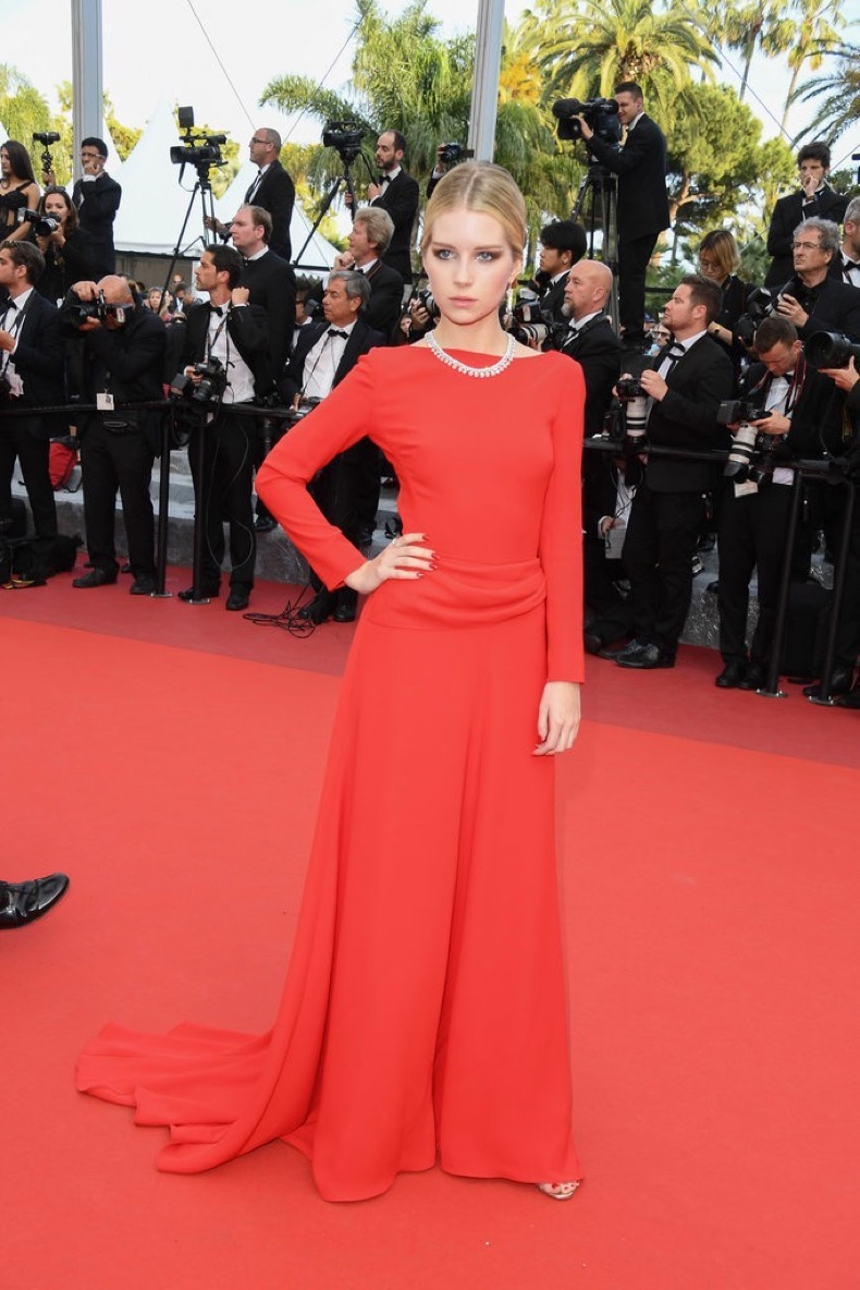 Lottie-Moss-took-page-from-her-sister-book-stunning-red-gown