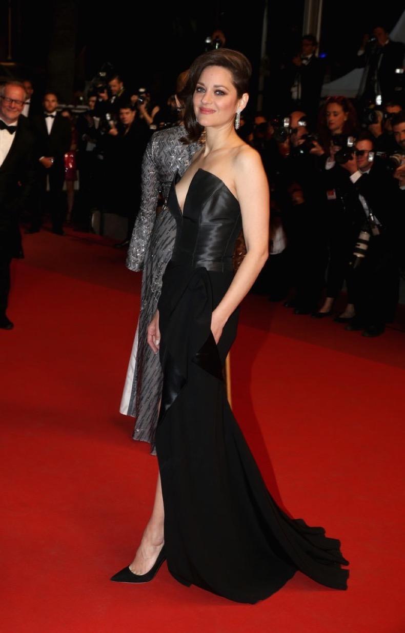 Marion-Cotillard-went-black-Dior-gown-Only-End