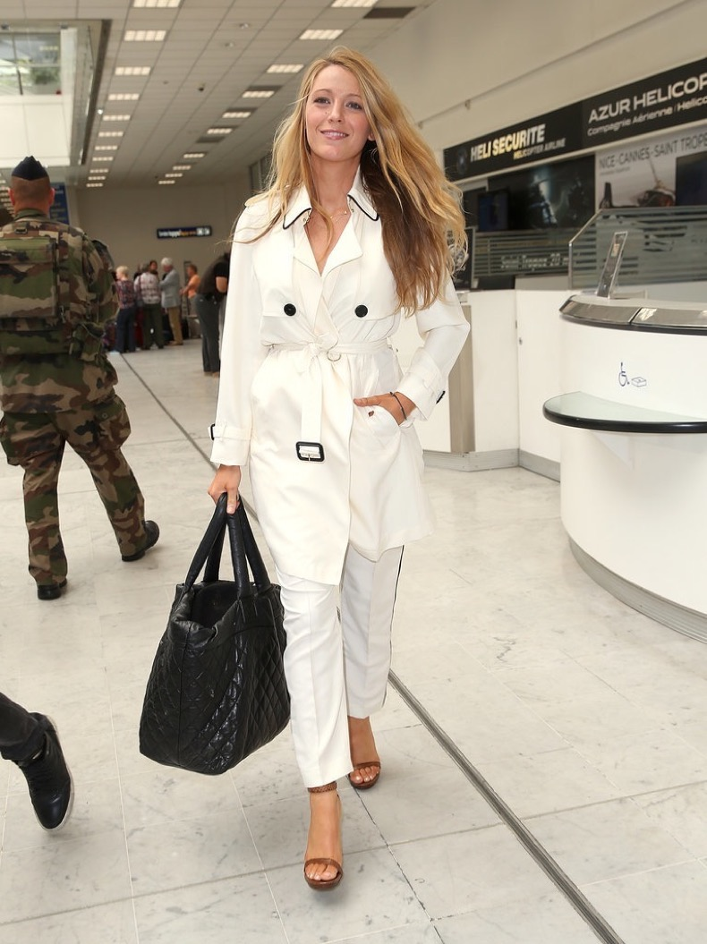 When-she-arrived-nearby-Nice-airport-Blake-Lively-wore-white