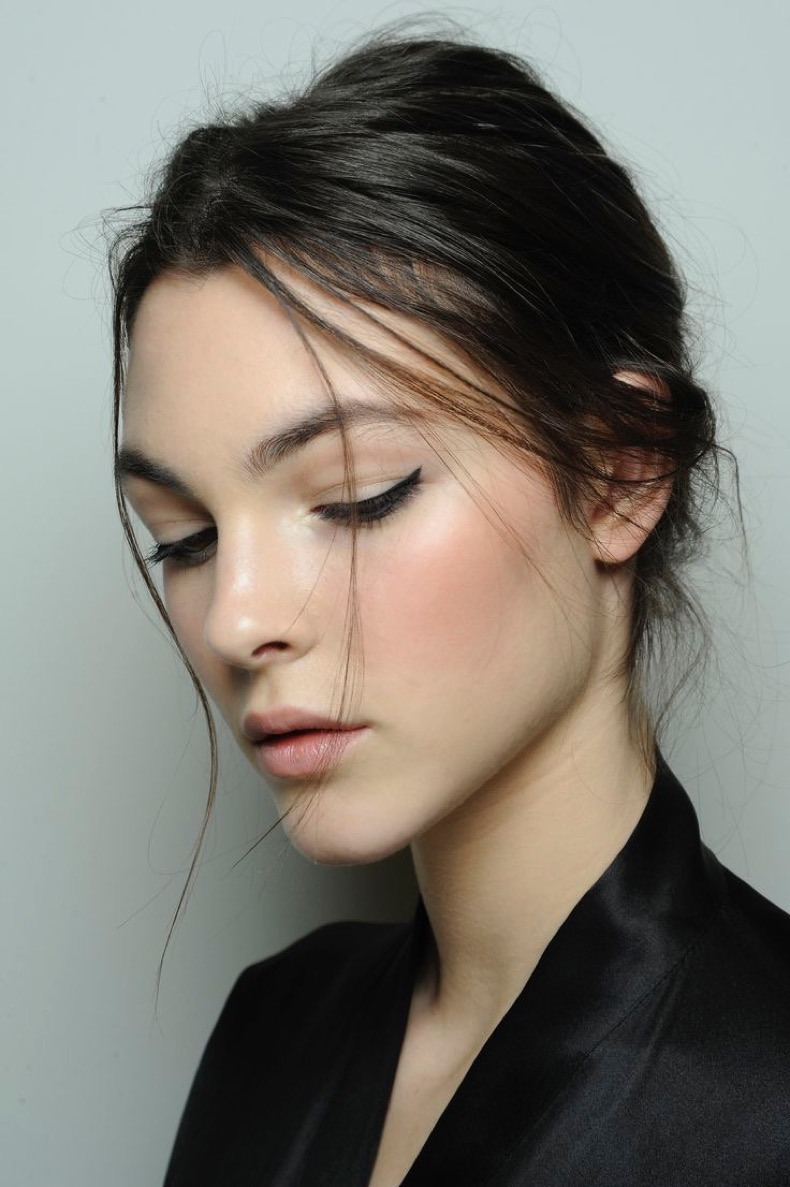 backstage-at-dolce-gabbana-fall-natural-makeup-cat-eye-eyeliner-fashion-week-dolce
